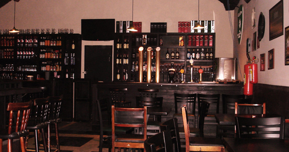 Apresentação de WK Acoustic Rock no palco do ST. John's Irish Pub Eventos BaresSP 570x300 imagem
