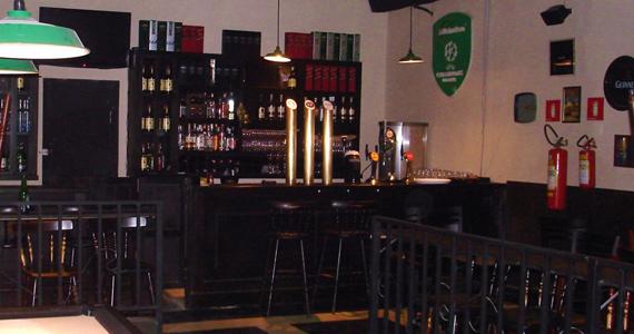 Rock'n'Roll Band se apresenta no palco do St. John's Irish Pub - Rota do Rock Eventos BaresSP 570x300 imagem