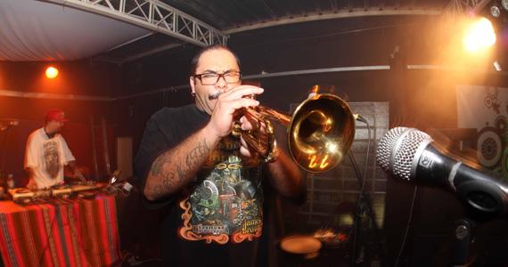 DJ MZK toca ritmos africanos e latinos na festa Que Rico! do Tapas Club Eventos BaresSP 570x300 imagem