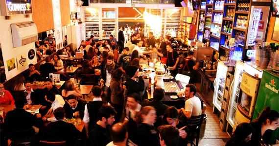 The Joy oferece ambiente descontraído e cardápio variado de cervejas e petiscos BaresSP