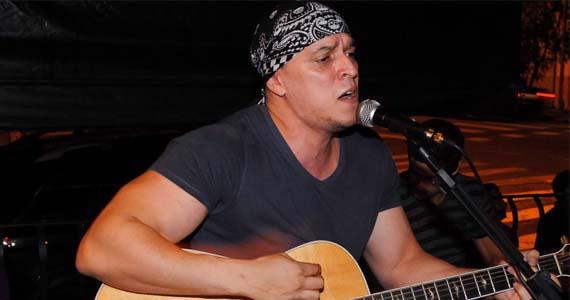 Thiago Ribeiro se apresenta neste domingo no Bar Providência tocando pop rock Eventos BaresSP 570x300 imagem
