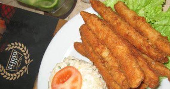 Tiras de Filé de Pescada para o almoço desta quarta-feira no Elidio Bar Eventos BaresSP 570x300 imagem