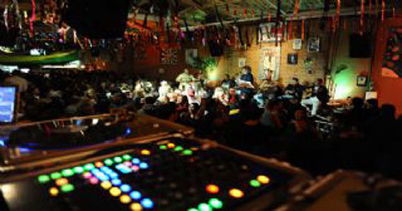 Grupo Galo Cantô e DJ Tadeu animam a terça-feira do Traço de União Eventos BaresSP 570x300 imagem