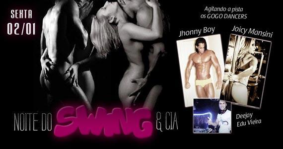Noite do Swing & Cia com Gogo Dancers animando a noite no Marrakesh Club