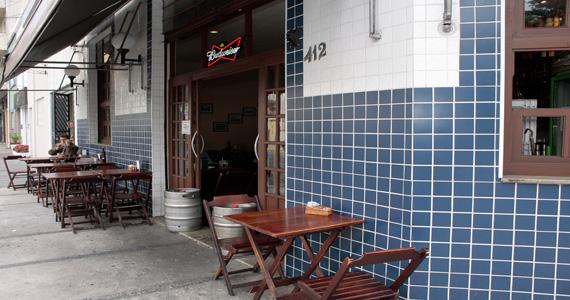 Bar do Vardema oferece balcão de petiscos e carta de chopps para o happy hour BaresSP