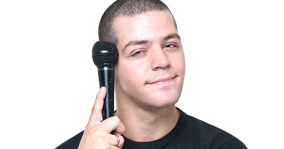 Victor Sarro é uma das atrações do Risadaria 2016 no palco do Comedians Comedy Club Eventos BaresSP 570x300 imagem
