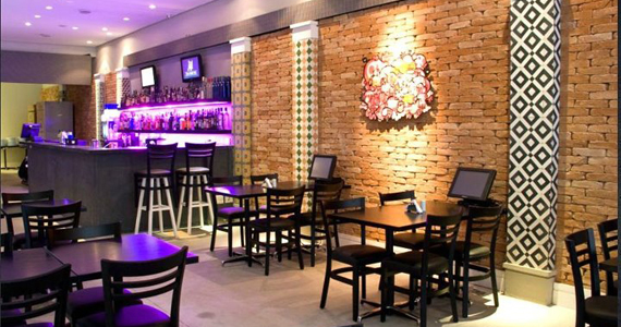 Ambiente descolado com cerveja e drinks no happy hour do Wall Street Bar Eventos BaresSP 570x300 imagem