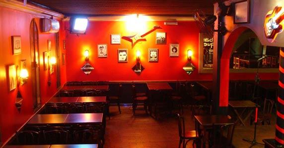 Black Eagle comanda a noite com pop rock no Willi Willie Bar e Arqueria BaresSP