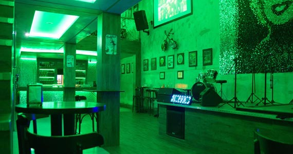 Henrique Santos, Samba Neles, MC Pedrinho e Djs animam a quarta do Yes Brasil Pub Eventos BaresSP 570x300 imagem