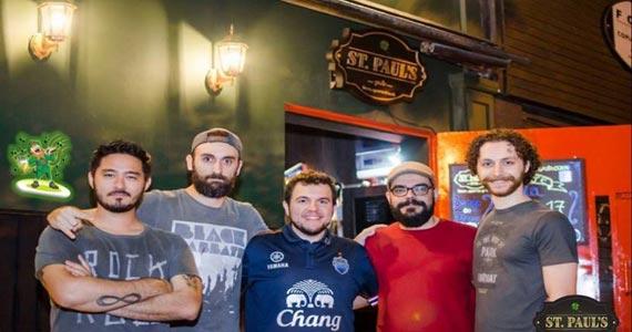 Banda Akropolis comanda a noite com hard rock no St. Pauls Pub
