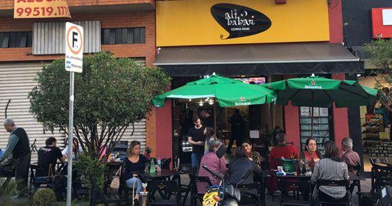 Restaurante Alibabar volta a São Paulo com novo conceito na gastronomia Árabe Eventos BaresSP 570x300 imagem