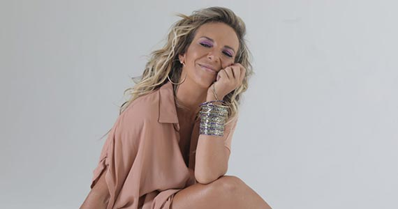 Ariele Locatelli apresenta pocket show no Raíz Bar