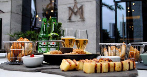Happy hour com petiscos e promoção de cerveja na área externa no Armazem Morumbi Eventos BaresSP 570x300 imagem