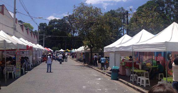 Feira Boliviana acontece todos os domingos com muitas barracas de comidas e artesanatos Eventos BaresSP 570x300 imagem