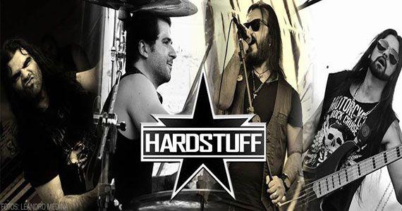 Banda HardStuff no comando da noite com pop rock no Casa Amarela Pub BaresSP