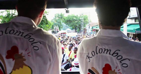 eventos - Cordão Carnavalesco Kolombolo Diá Piratininga desfila pelas ruas da Vila Madalena