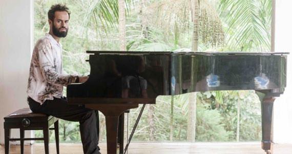 Marcelo Jeneci sobe no palco do Teatro Eva Wilma e apresenta seus sucessos e canções inédita Eventos BaresSP 570x300 imagem