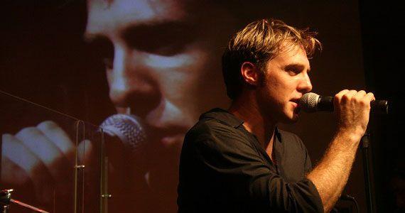 Nando Pradho apresenta suas músicas no palco do Ao Vivo Music Eventos BaresSP 570x300 imagem