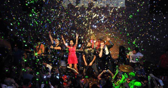 She Rocks faz Festa dos Solteiros com decoração temática e surpresas na sexta-feira Eventos BaresSP 570x300 imagem