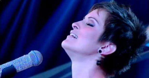 Viviane Vidmar se apresenta no palco do Ao Vivo Music para animar a sexta-feira Eventos BaresSP 570x300 imagem