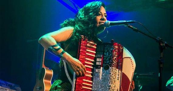 http://www.baressp.com.br/eventos/fotos2/adriana_sanchez_viradacultural2017.jpg