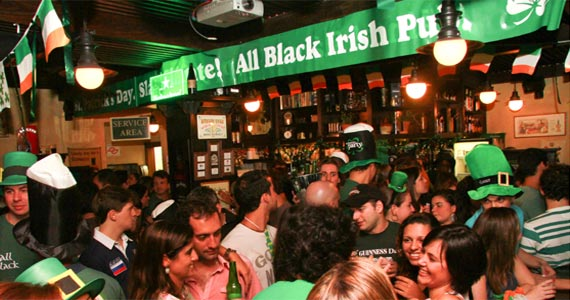 St. Patricks do All Black com diversos Le Prechauns, welcome chopp verde e show de bandas Eventos BaresSP 570x300 imagem