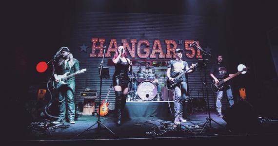 Apresentação da banda Almanak no palco do The Blue Pub Eventos BaresSP 570x300 imagem