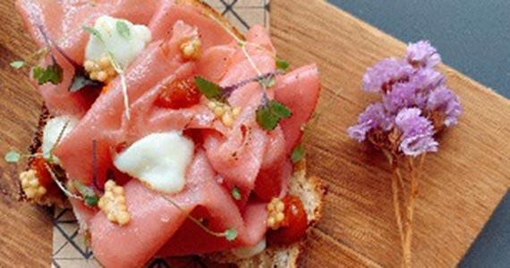 Restaurante Animus apresenta sanduíche de mortadela para celebrar o aniversário de São Paulo Eventos BaresSP 570x300 imagem