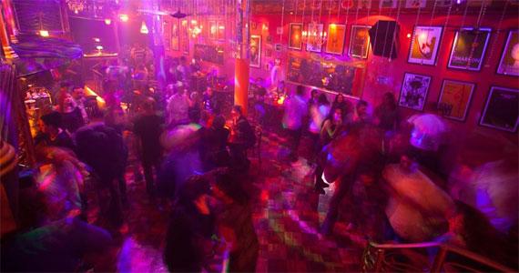 Ritmos latinos como, salsa, bachata e merengue embalam a noite de domingo no Azucar Eventos BaresSP 570x300 imagem