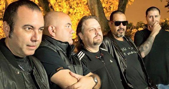 A banda Armagedom toca os clássicos do rock e pop no palco do Wild Horse Music Bar BaresSP