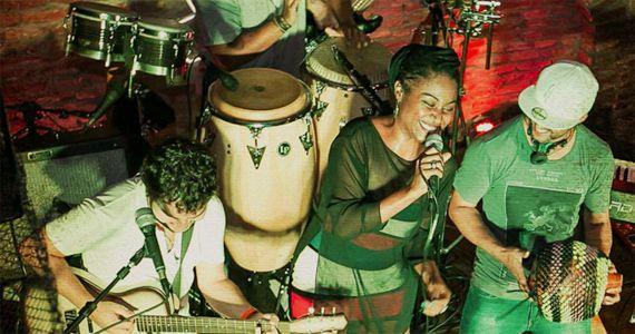 Banda Coconut Versiones embalam a noite de quinta-feira no Rey Castro com os melhores hits latinos Eventos BaresSP 570x300 imagem