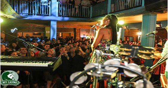 Terça-feira venha bailar com o hits calientes da banda Coconut e Dj Wendel no Rey Castro Eventos BaresSP 570x300 imagem