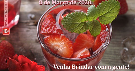 Dia Internacional da Mulher com drink no Bar Memorial