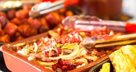 Bar Salvador oferece happy hour com boa comida, petiscos exclusivos e cerveja bem gelada Eventos BaresSP 570x300 imagem