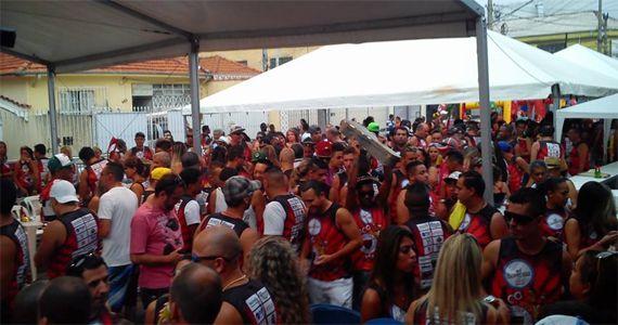 Bloco Flamengo de Vila Maria e a bateria Furiosos em Vermelho e Preto na Rua Dias da Silva  Eventos BaresSP 570x300 imagem