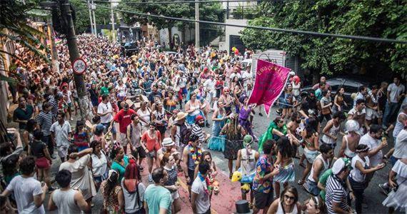 A folia do Bloco João Capota agita o carnaval de rua 2017 na rua João Moura Eventos BaresSP 570x300 imagem