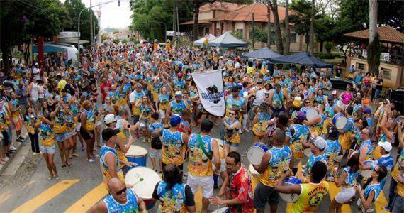 Desfile de carnaval 2017 com o bloco Pescakinada em Guarulhos Eventos BaresSP 570x300 imagem