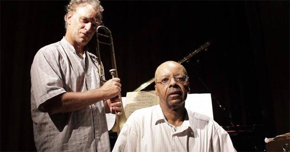 Programa Dois + 1 recebe o convidado Evaldo Guedes para show gratuito com releituras de jazz e música brasileira na Biblioteca Mário de Andrade Eventos BaresSP 570x300 imagem