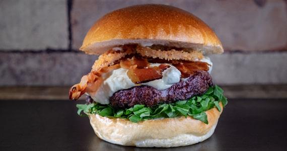 Menca Burger celebra o Dia do Bacon na última semana de Agosto Eventos BaresSP 570x300 imagem