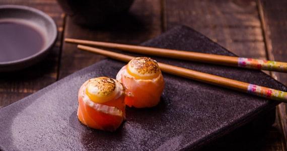Restaurante japonês Kitchin prepara menu especial para o Dia dos Namorados Eventos BaresSP 570x300 imagem