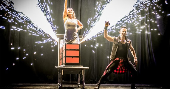 Teatro J Safra recebe show de mágica com o ilusionista Dimy Eventos BaresSP 570x300 imagem