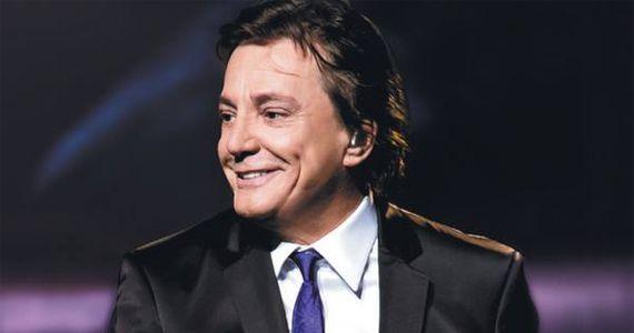 O cantor Fábio Jr canta os seus maiores sucessos no palco do Espaço Kalah Eventos BaresSP 570x300 imagem