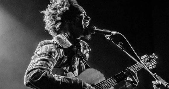 Show do cantor americano Fantastic Negrito no Cine Joia em Março