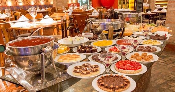 Restaurante Caluma recebe o Festival do Morango e Sopas para aquecer e adoçar o inverno BaresSP