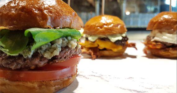 Come On Burger preparou o Festival de mini burgers com hamburgers de 80 gramas Eventos BaresSP 570x300 imagem