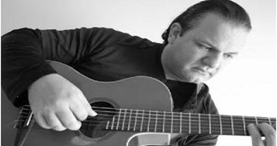 O melhor do classic rock e mpb com o cantor Flávio Porto no Inconfidentes Bar Eventos BaresSP 570x300 imagem