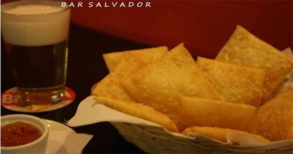 Bar Salvador oferece petiscos e drinks na happy hour BaresSP