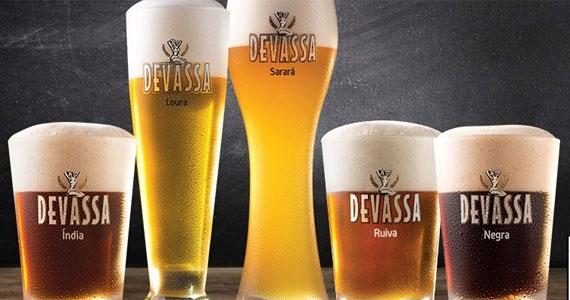 Happy hour com cardápio variado de bebidas e petiscos na Cervejaria Devassa Eventos BaresSP 570x300 imagem