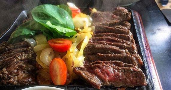 Pratos caseiros, contemporâneos e com toque mineiro no horário do almoço no Inconfidentes Bar Eventos BaresSP 570x300 imagem