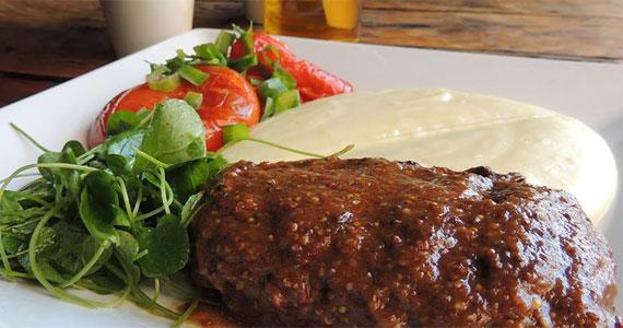 Inconfidentes Bar oferece buffet de salada e de pratos quentes no almoço que é para começar bem a semana Eventos BaresSP 570x300 imagem